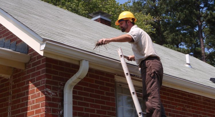 cleaning-roof-gutters